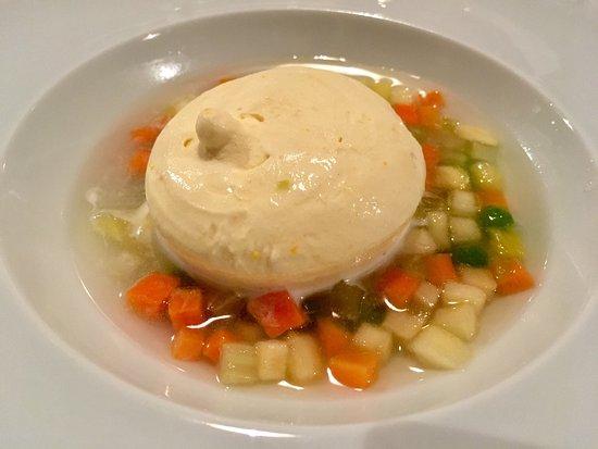 Casalecchio di Reno, Italia: Semifreddo alla Vaniglia con Macedonia di Frutta e Verdura al Ristorante Tramvia