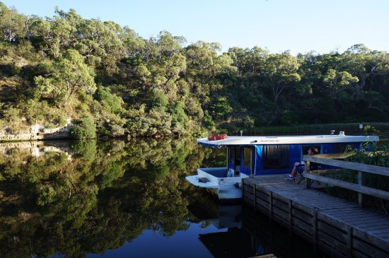 Nelson Boat and Canoe Hire: Perfect morning on the Glenelg river