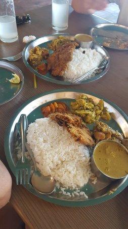 Anjuna, Indien: fish thali