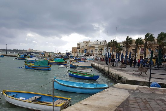 Marsaxlokk, Malta: Welcoming view immediately where we parked our car
