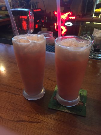 Lola's Pub & Grill: Pink Panther drinks at Lola's !  get 'em !