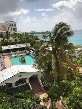 Cupecoy Bay, St-Martin/St Maarten : Great view from the oceanside rooms!