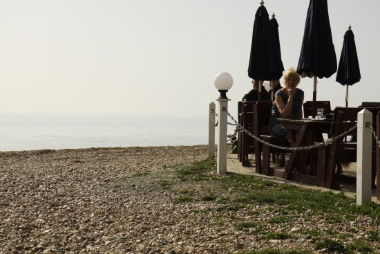 Bexhill-on-Sea, UK: Lovely beach area served from restaurant