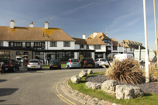 Bexhill-on-Sea, UK: Front of Cooden Beach Hotel