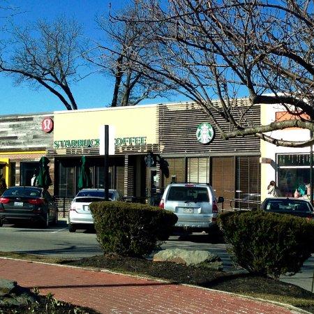 Cranston, Род Айленд: Starbucks - Exterior View