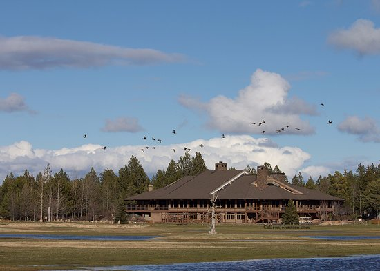 Sunriver Resort: main lodge taken from the golf course