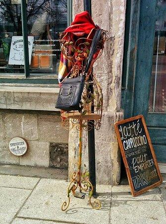 Montreal, Kanada: Improvised mannequin on Rue de la Commune