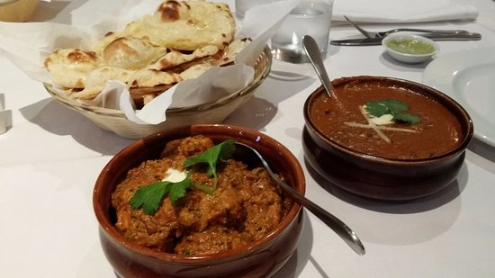 Scarborough, ออสเตรเลีย: Dhaba Chicken and Dal Makhni with Butter Naan