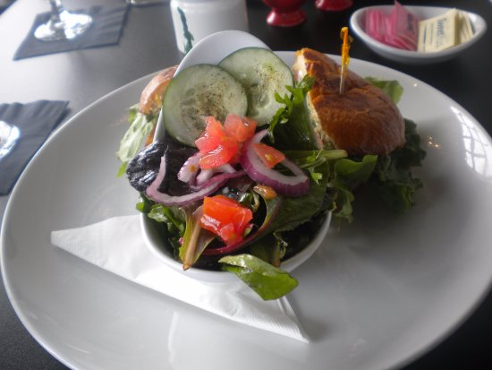 Oxford, MS: Side salad with cheeseburger