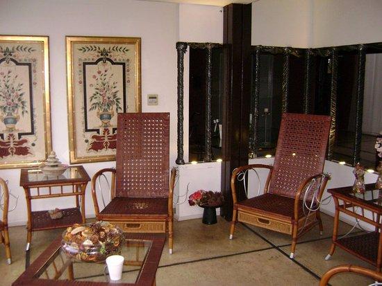 Unique Luxury Colony Hotel Photo