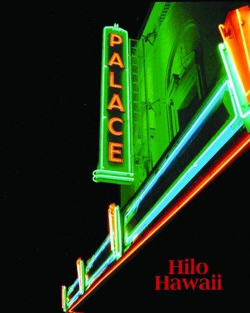 Palace Theater : The beautiful Palace Neon Sign lit