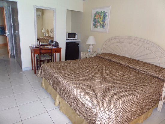 Barbados Beach Club: Older but clean rooms
