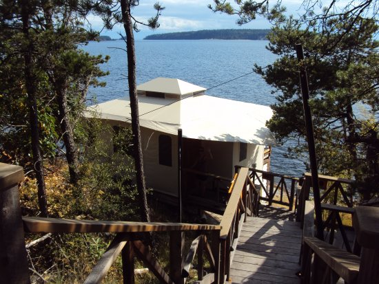 Halfmoon Bay, Canada: Walking down to our private tenthouse suite