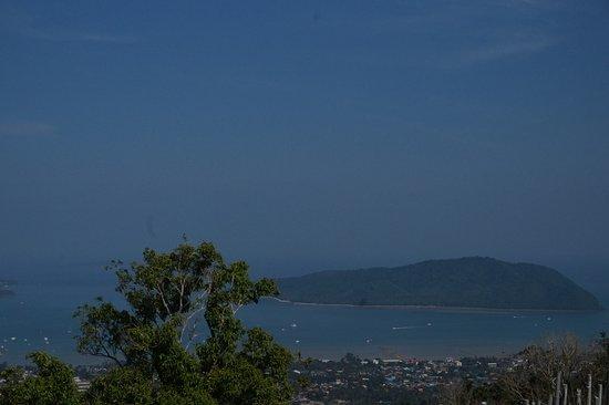 Chalong, Thailand: Pemandangan kota phuket dilihat dari Big Buddha