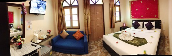 Goldsea Beach Guest House : delux bed room