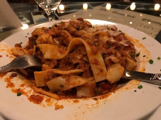 "Troutdale, Орегон: This Bolognese was ""ruined"" by having Parmesan cooked throughout and overpowering the dish!"