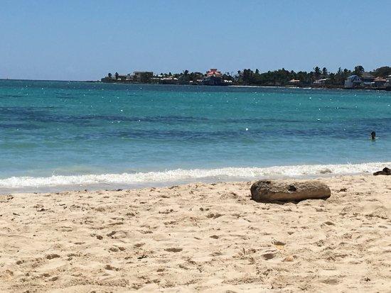The Grog Rocky Cay San Andres : Almuerzo en el Grog Rocky Cay , pargo a la parrilla , risotto con mariscos y mousse de maracuya