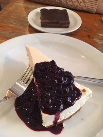 St. Catharines, Canada: blueberry cheesecake