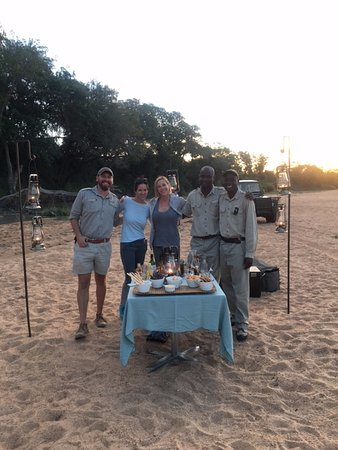Ngala Private Game Reserve, แอฟริกาใต้: Sundowners by the riverbed