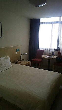 Jinjiang Inn (Shanghai Chifeng Road): 外観と部屋