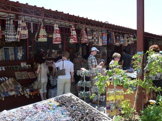 Aksaray, Turkey: 外圍有小賣店