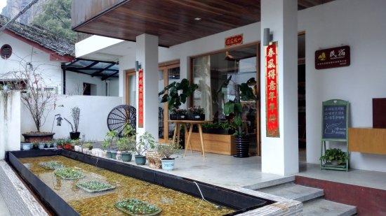 Yueqing, China: Hotel entrance (outside)