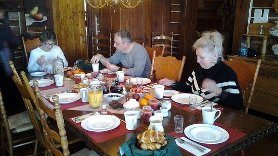 Saint-Fulgence, Canada: Petit déjeuner gargantuesque, délicieux, miam miam!!!!