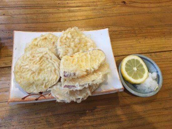 Machida, Japón: 温かいお蕎麦のおつゆが薄くて、味がなかったかも・・・
