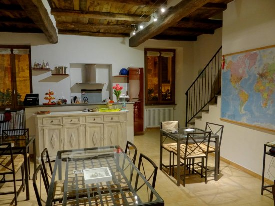 B&B La Casa di Tufo: Gemeinschaftsküche / Aufenthaltsraum / Frühstück
