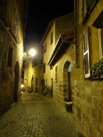 B&B La Casa di Tufo: Zufahrtsstrasse zum B&B, Via Del Paradiso