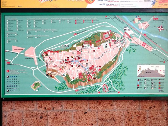 B&B La Casa di Tufo: Übersicht mit Parkhaus / Parkplatz vom B&B (Campo Della Fiera)