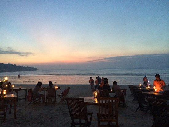 Jimbaran Bay: the sunset start coming