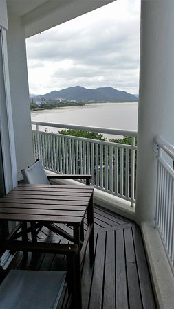 Shangri-La Hotel, The Marina, Cairns: Our balcony