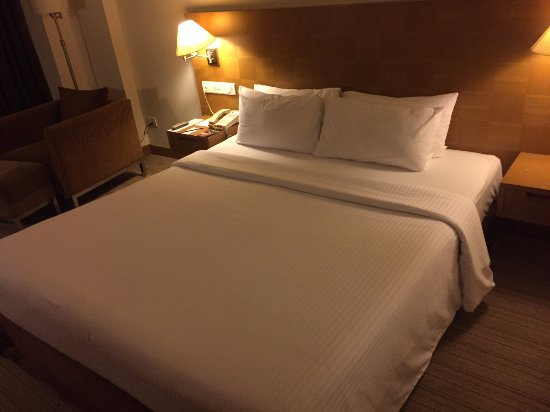 Novotel Hyderabad Convention Centre : Comfortable bed