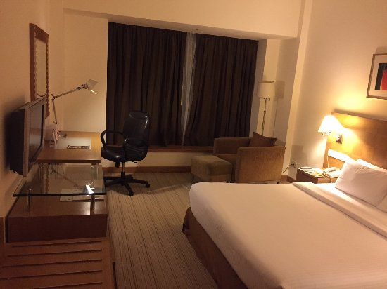Novotel Hyderabad Convention Centre : Standard queen bed
