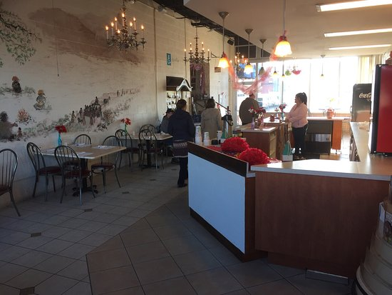 Bay City, MI: The Whole Enchilada entrance and inside there dining area.