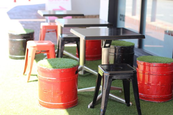 Mount Lawley, Australia: Alfresco dining BYO no corkage - there's some plastic wine glasses supplied