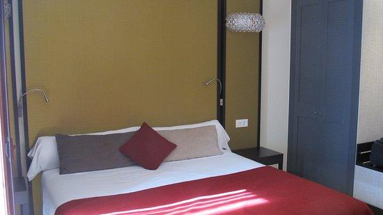 abba Palacio de Arizon Hotel: Modern, tasteful design with wifi and small refrigerator