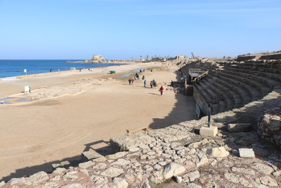 Caesarea, อิสราเอล: hippodrome with crusader fort beyond