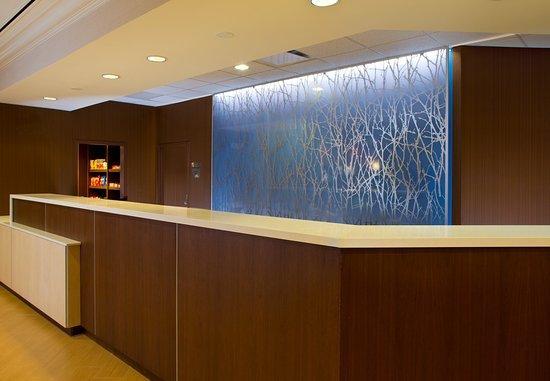 Fairfield Inn & Suites Orlando Lake Buena Vista in the Marriott Village: Front Desk