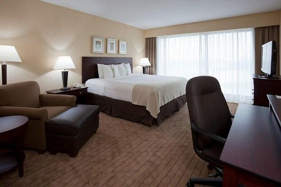 Holiday Inn Toronto Airport East: Relax in our Newly re-modeled guest rooms