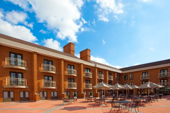Holiday Inn Hotel & Suites Alexandria - Old Town: Outdoor patio available for social events and weddings