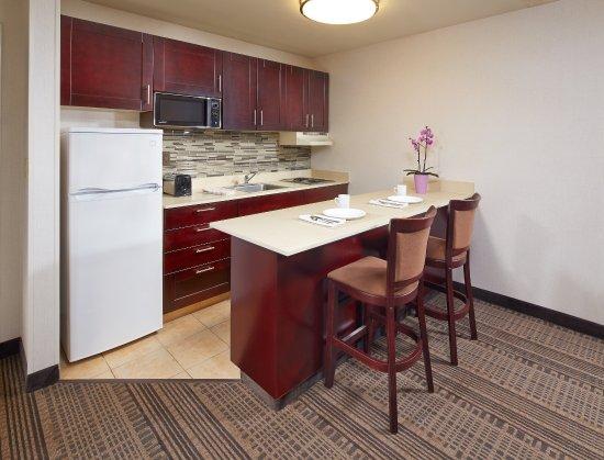 Elegant Holiday Inn Santa Maria: Full Kitchenette In Selected Rooms