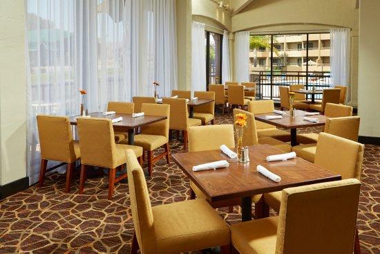 Santa Maria, CA: On Site Restaurant