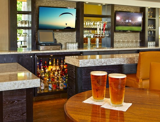 Santa Maria, CA: Lobby Bar inside our onsite Restaurant