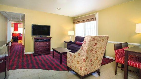 Peacock Suites: Suite Living Area