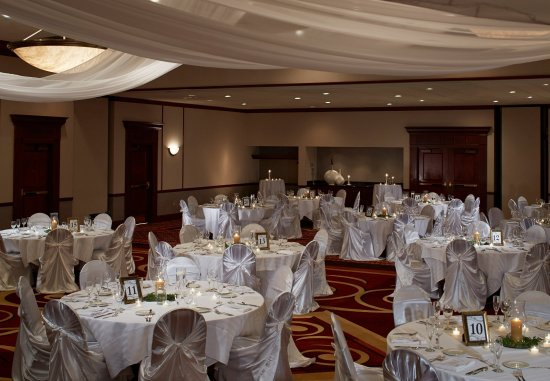 Cranberry Township, PA: Ballroom   Wedding Setup