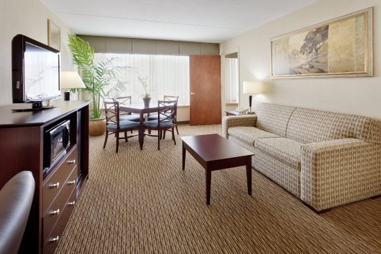 Enfield, CT: Suite