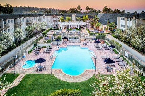 เดลมาร์, แคลิฟอร์เนีย: Hotel Courtyard View with Outdoor Pool
