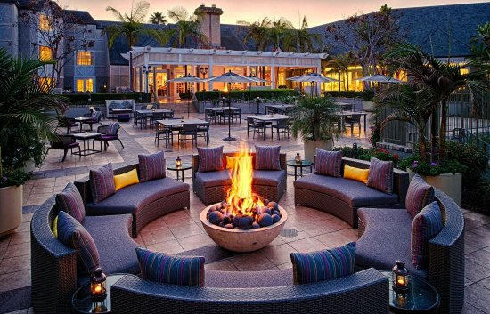 Del Mar, CA: Coastal Kitchen Outdoor Space View